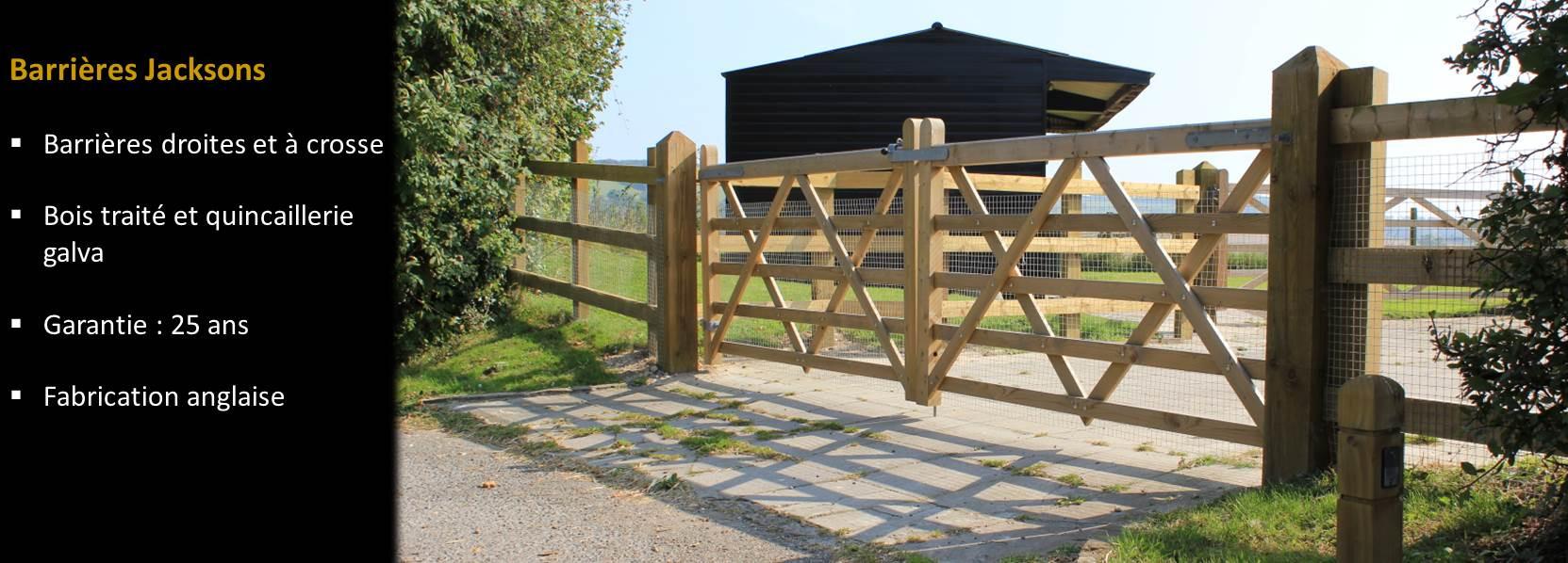 Barrières anglaises et à crosse, piliers en pin traité Classe IV pour des portes à simple ou double vantail esthétiques et durables.  Pin issu de filières bois FSC et PEFC. Traitement spécifique Jackure sur bois sec à 18% avant traitement